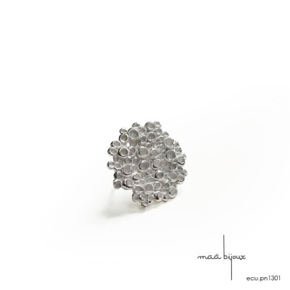pin's en argent massif blanchi fabriquée ne france par une artisane. maä bijoux