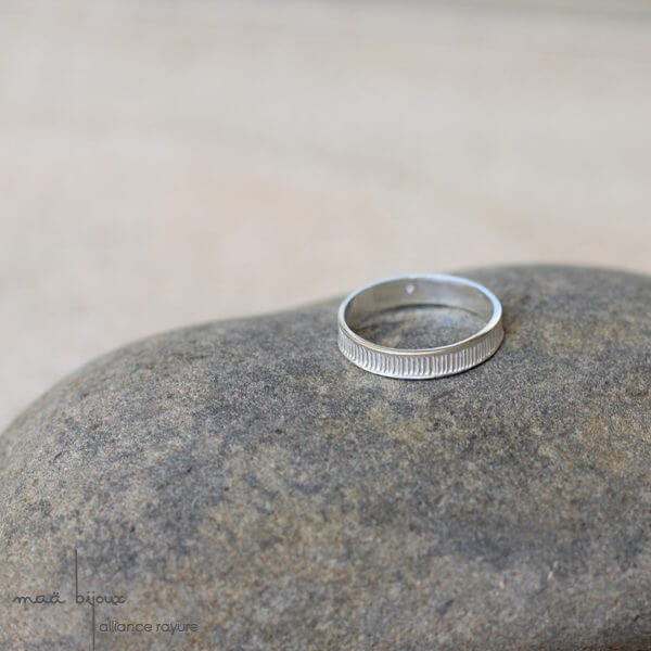 alliance maä en argent massif, modèle rayure, alliance pour homme et pour femme, bijoux écologique fait main en France, mariage éthique