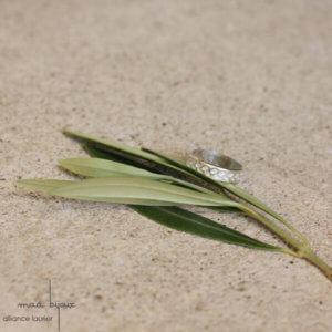 Alliance maä en aregnt massif 925 recyclé, modèle feuille d'olivier, inspiration de la nature, bijoux écologique fait main en France, mariage éthique