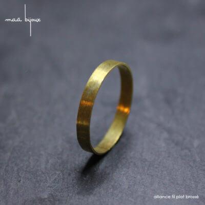 Alliance maä en or jaune 18 carats recyclé, modèle Ruban, inspiration minimaliste et géométrique, , bijoux écologique fait main en France, mariage éthique