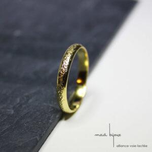 Alliance maä en or jaune 18 carats recyclé, modèle Voie lactée, inspiration spatiale, bijou écologique et ethique
