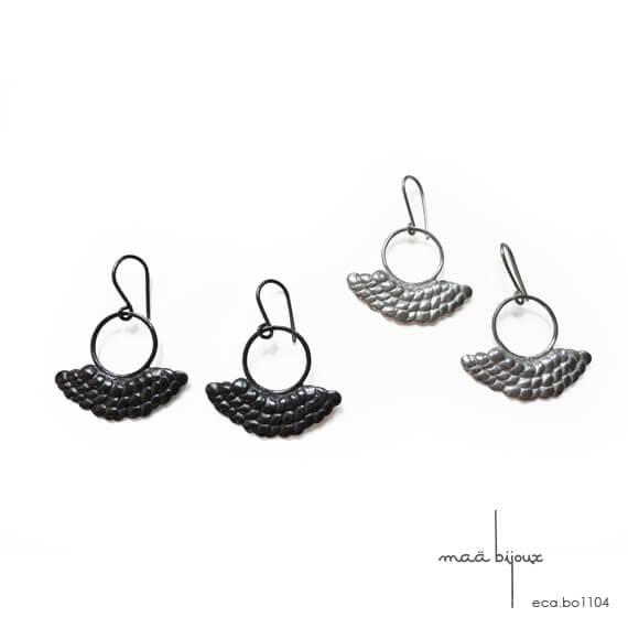 Boucle d'oreille pendante demi-lune en argent massif, Ecaille de poisson, Crochet en acier chirurgical hypoallergenique, Sans nickel, Sirène, Maä bijoux collection écaille