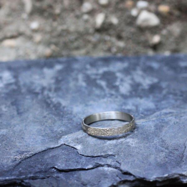 météorite plate, or blanc