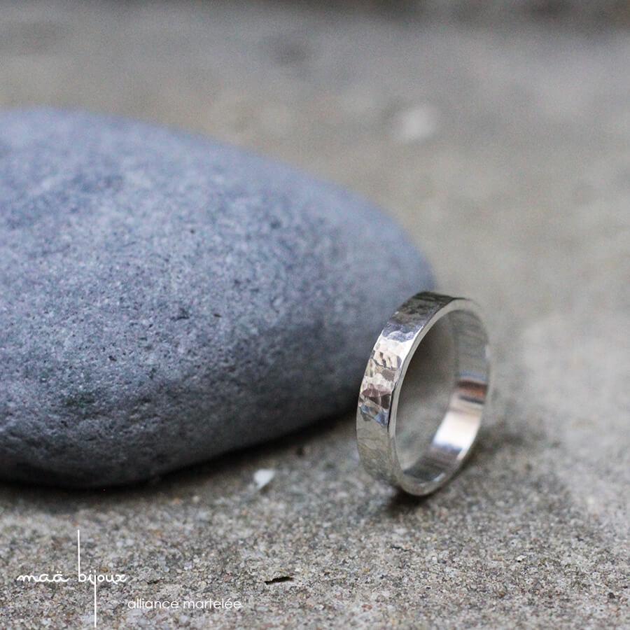 alliance pour homme et femme en argent massif recyclé, bijoux écologique, allaince martelé artisanalement, Maä bijoux